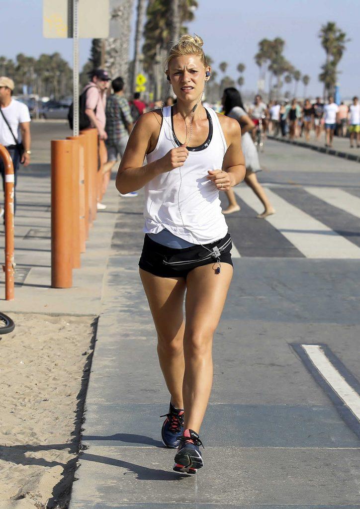 Claire Danes Running in Santa Monica-1