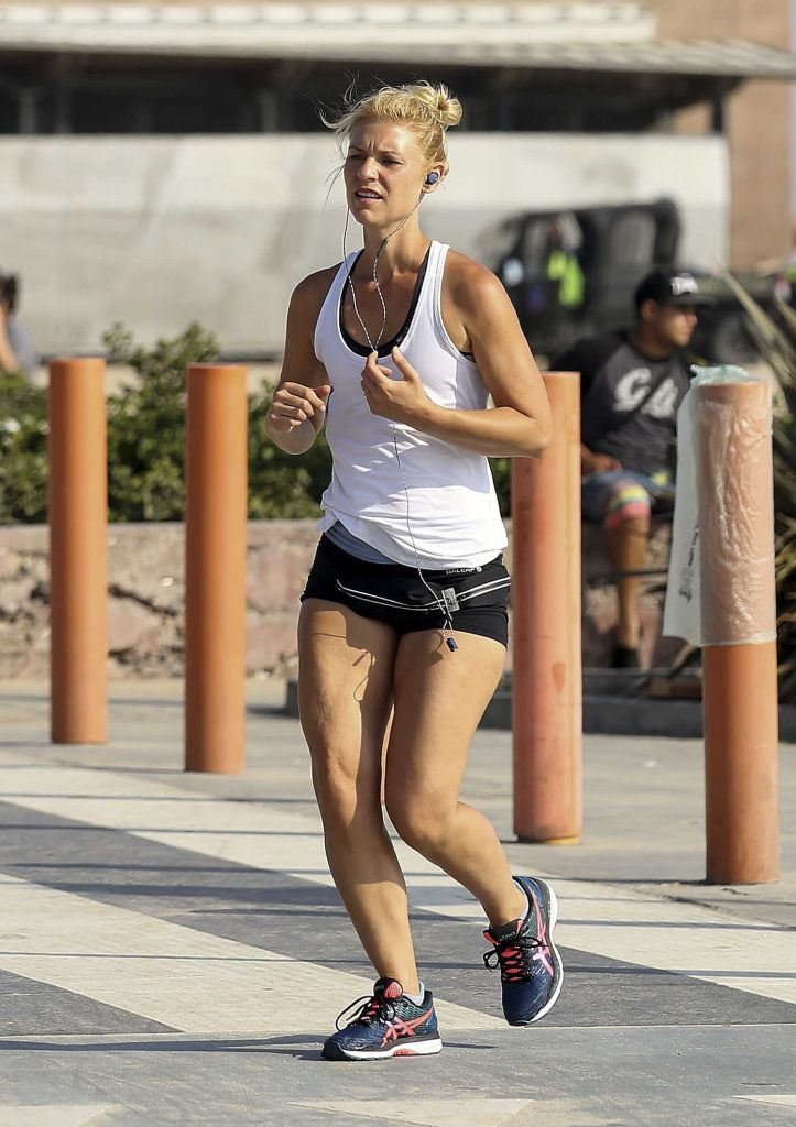 Claire Danes Running in Santa Monica-3