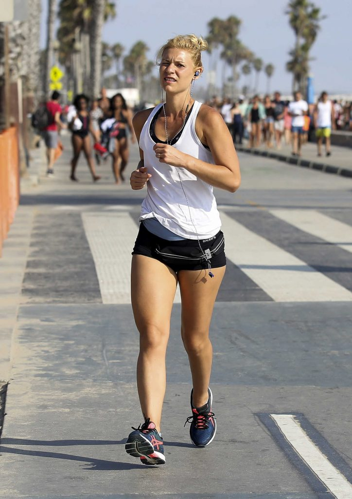 Claire Danes Running in Santa Monica-4