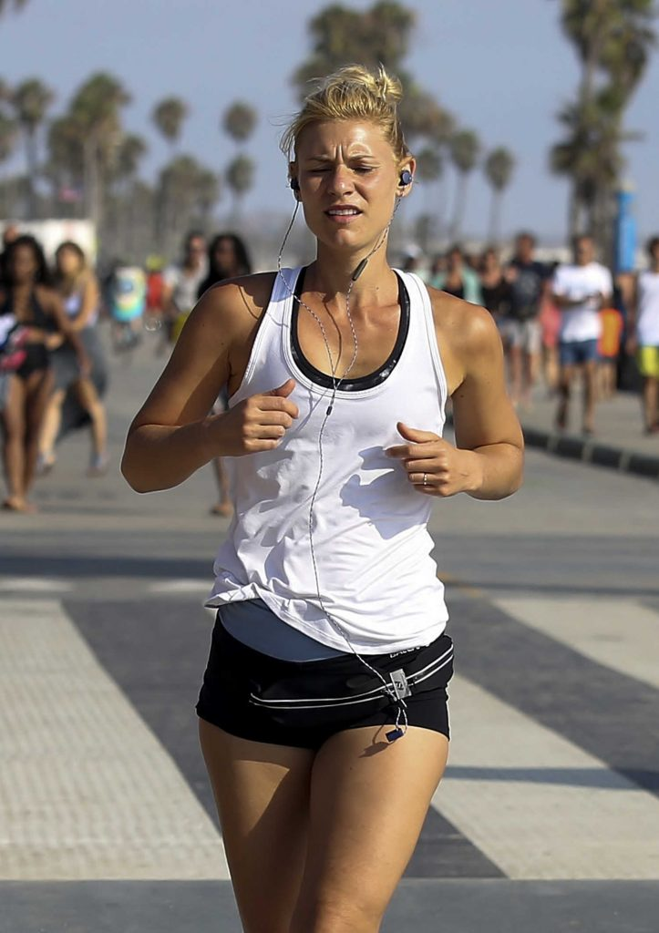 Claire Danes Running in Santa Monica-5