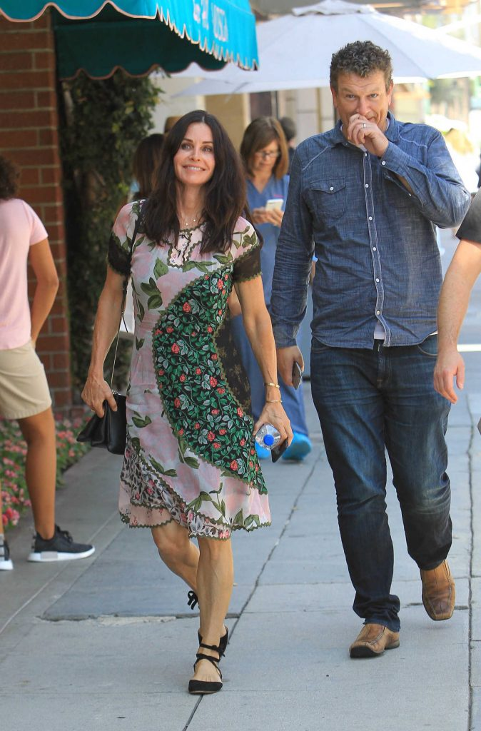 Courteney Cox Was Spotted Out in Beverly Hills-3
