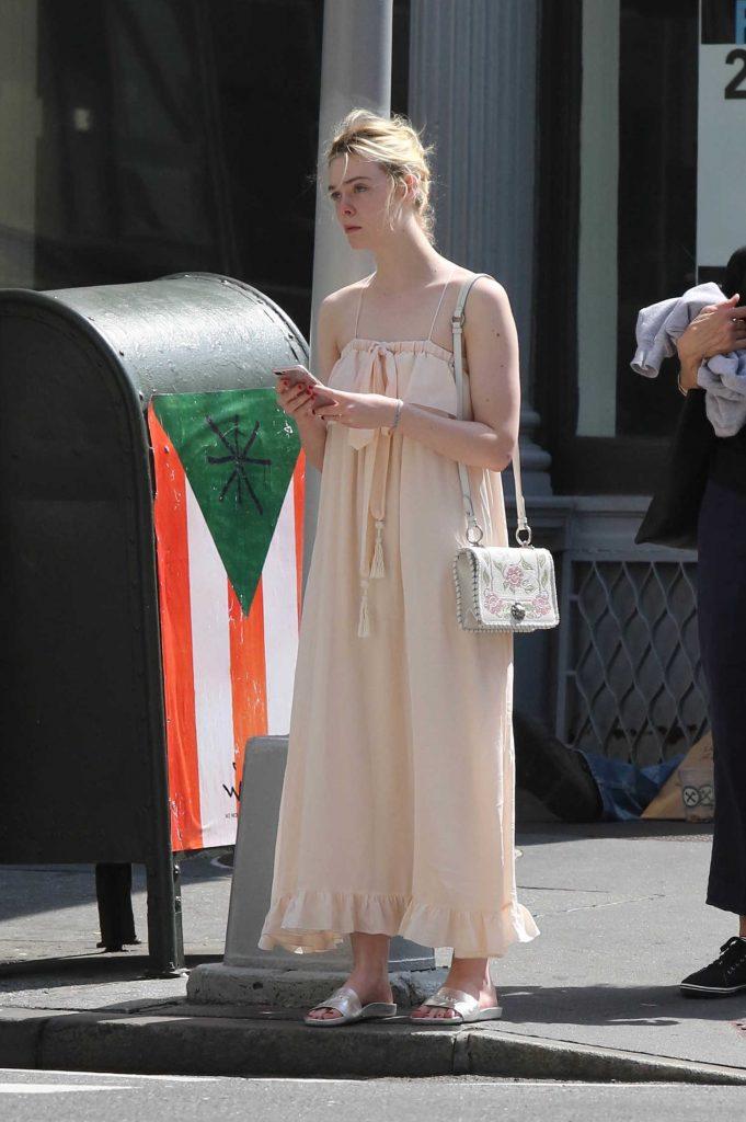 Elle Fanning Stops in Lower Manhattan in NYC-1