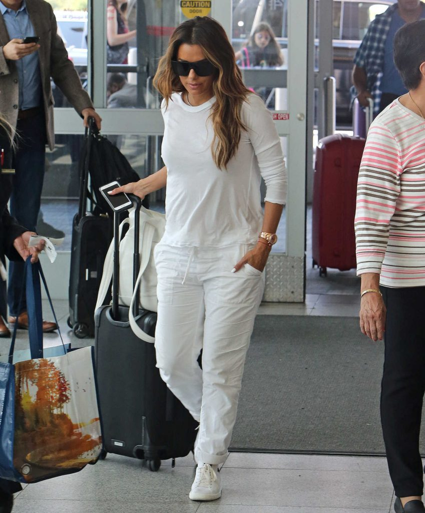 Eva Longoria Was Seen at JFK Airport in New York-3