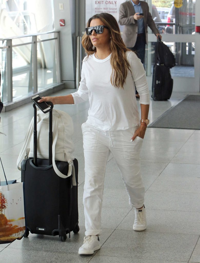 Eva Longoria Was Seen at JFK Airport in New York-4
