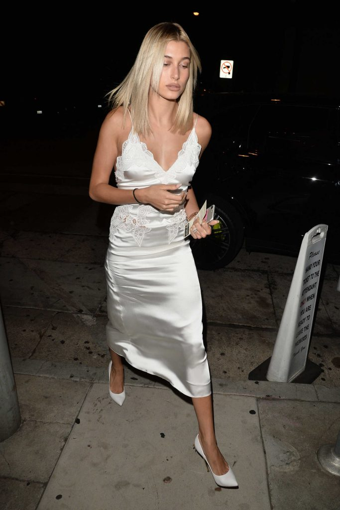 Hailey Baldwin Arrives at Craig's Restaurant in West Hollywood-4