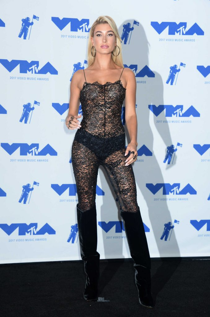 Hailey Baldwin at the 2017 MTV Video Music Awards in Los Angeles-1