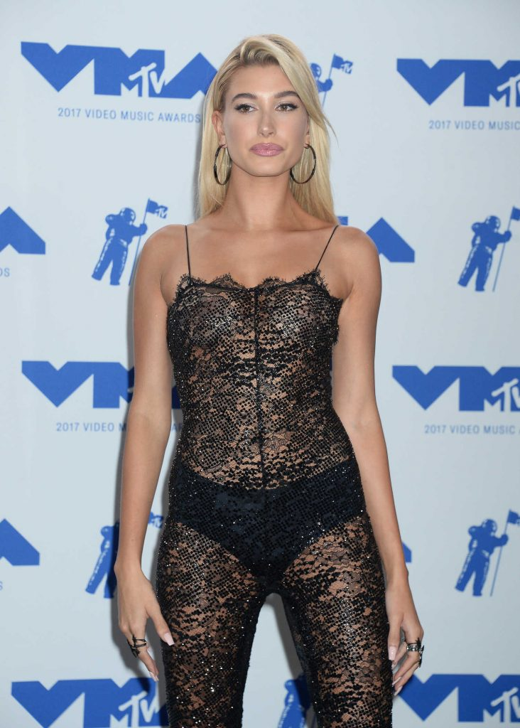 Hailey Baldwin at the 2017 MTV Video Music Awards in Los Angeles-5