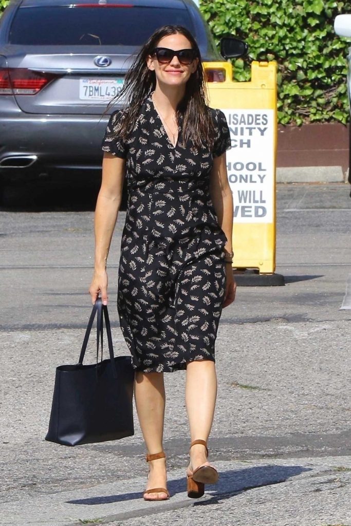 Jennifer Garner Was Spotted Out in Pacific Palisades-1