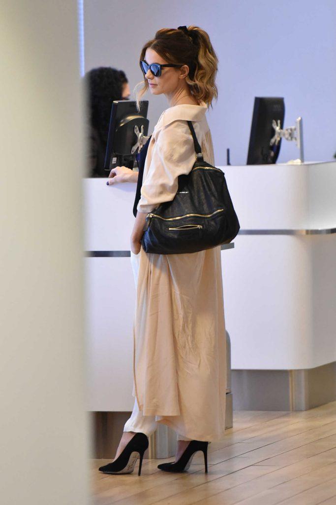 Kate Beckinsale at JFK Airport in New York-1