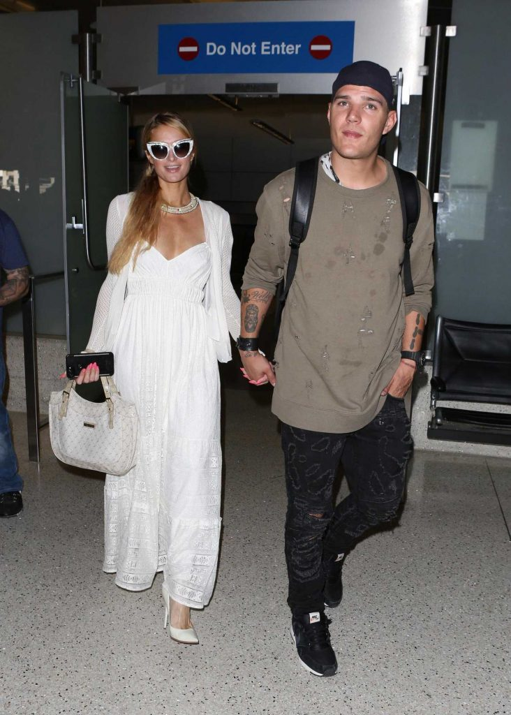 Paris Hilton Was Spotted at LAX Airport in LA With Chris Zylka-2