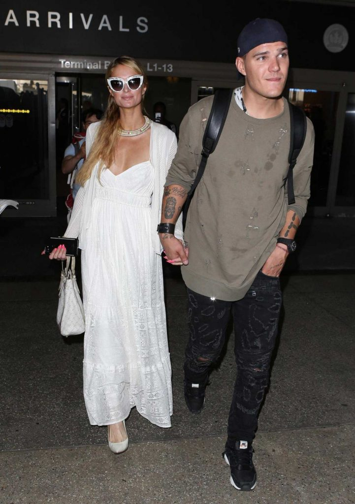 Paris Hilton Was Spotted at LAX Airport in LA With Chris Zylka-3