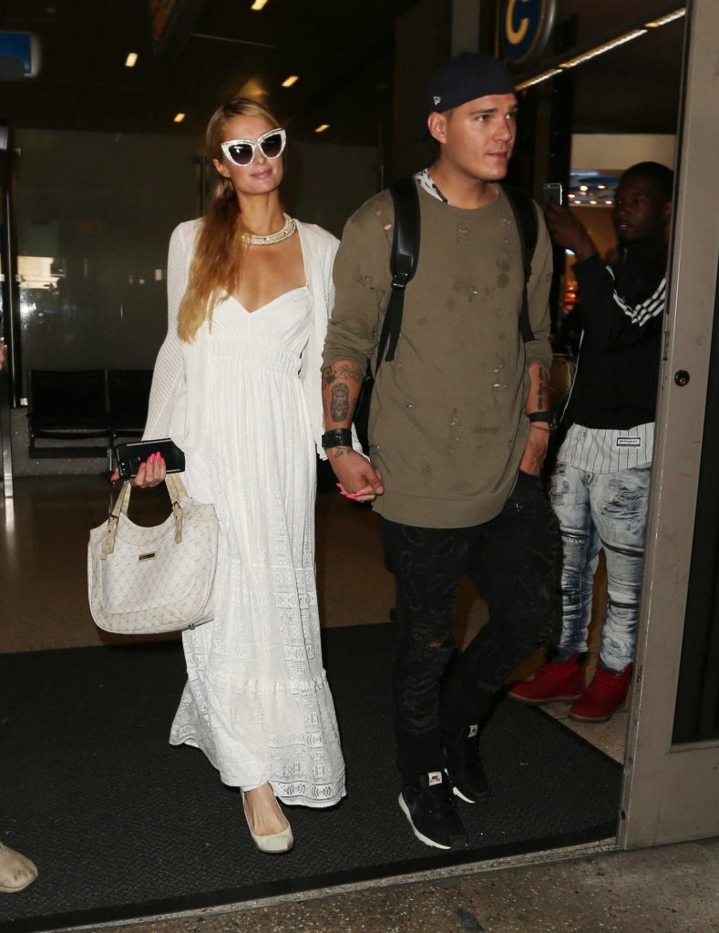 Paris Hilton Was Spotted at LAX Airport in LA With Chris Zylka-4
