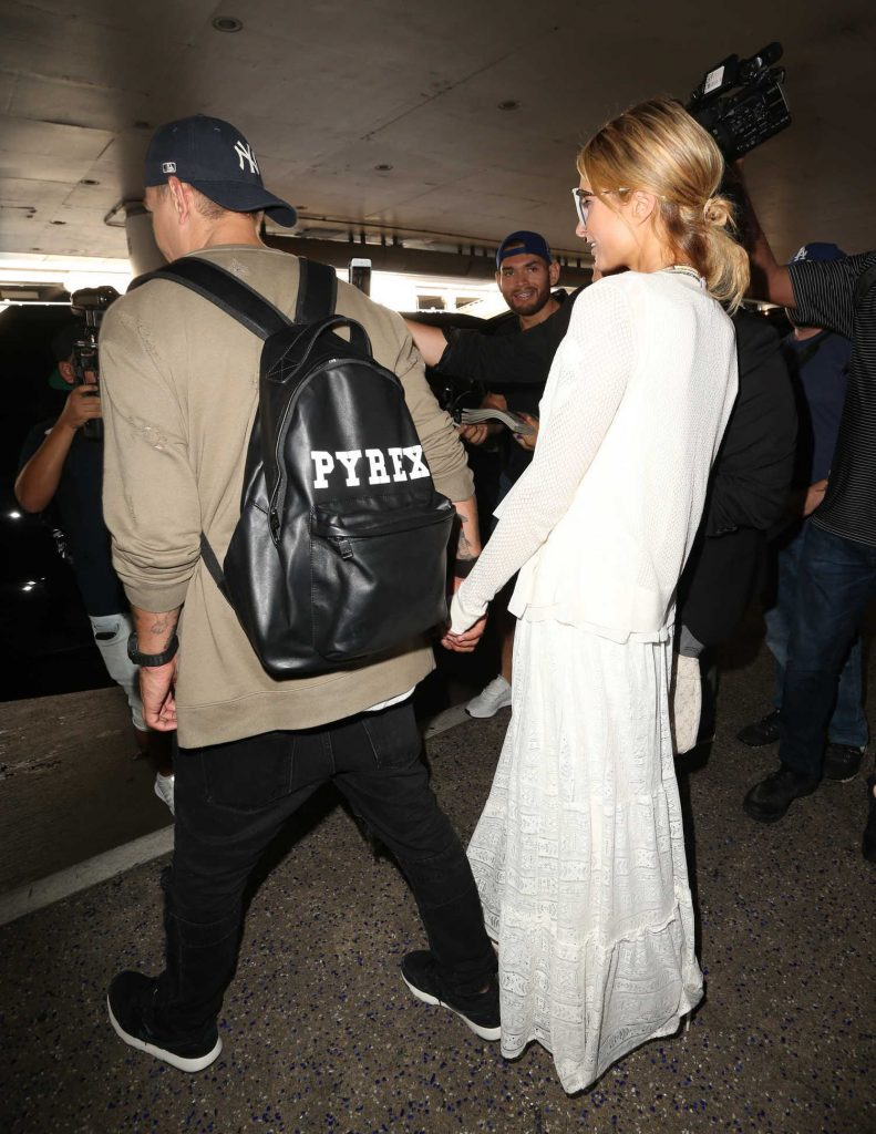 Paris Hilton Was Spotted at LAX Airport in LA With Chris Zylka-5