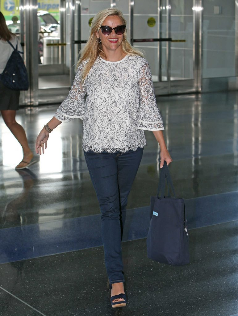 Reese Witherspoon at JFK Airport in New York-3