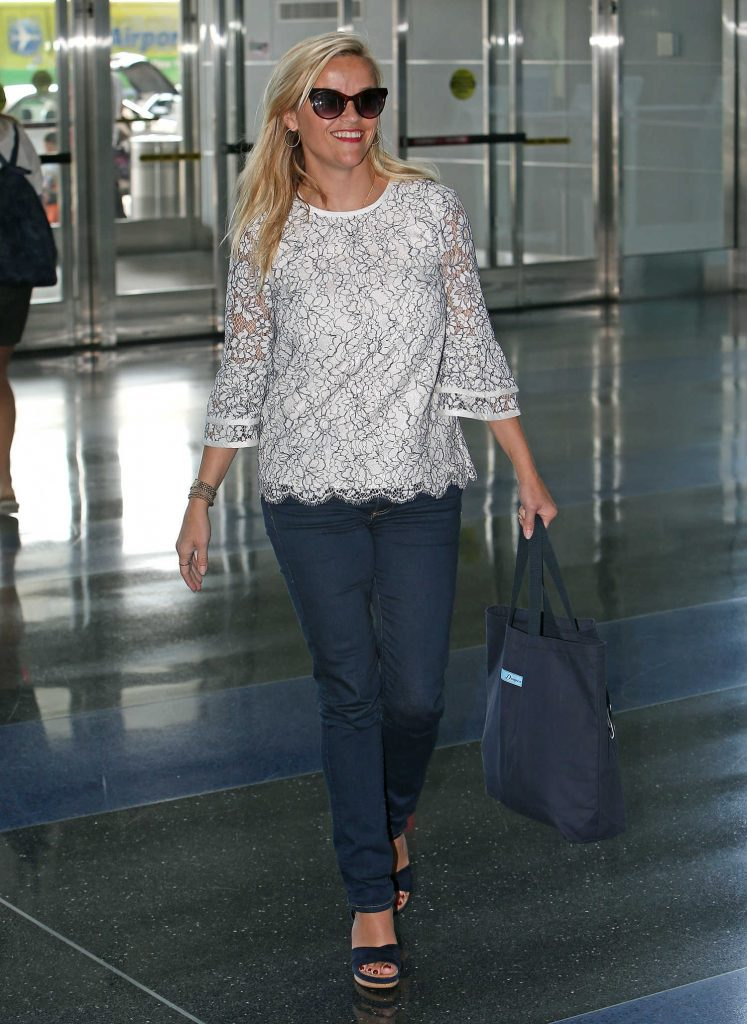 Reese Witherspoon at JFK Airport in New York-4