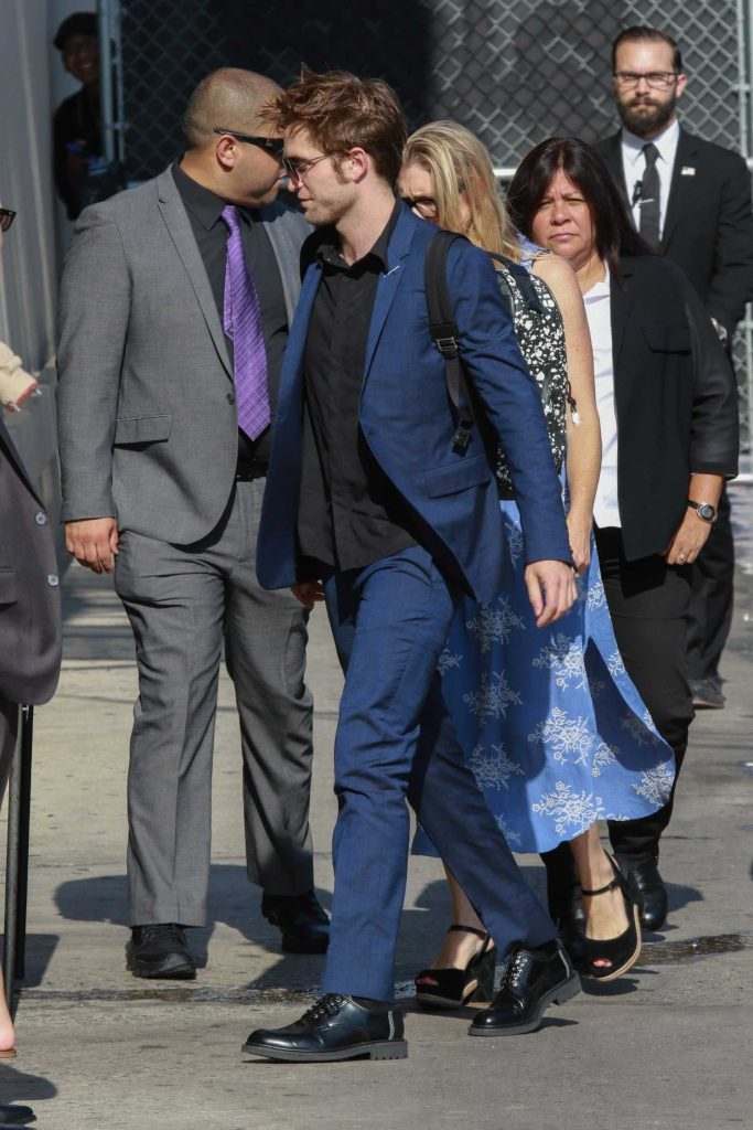 Robert Pattinson Arrives at Jimmy Kimmel Live in Hollywood-4