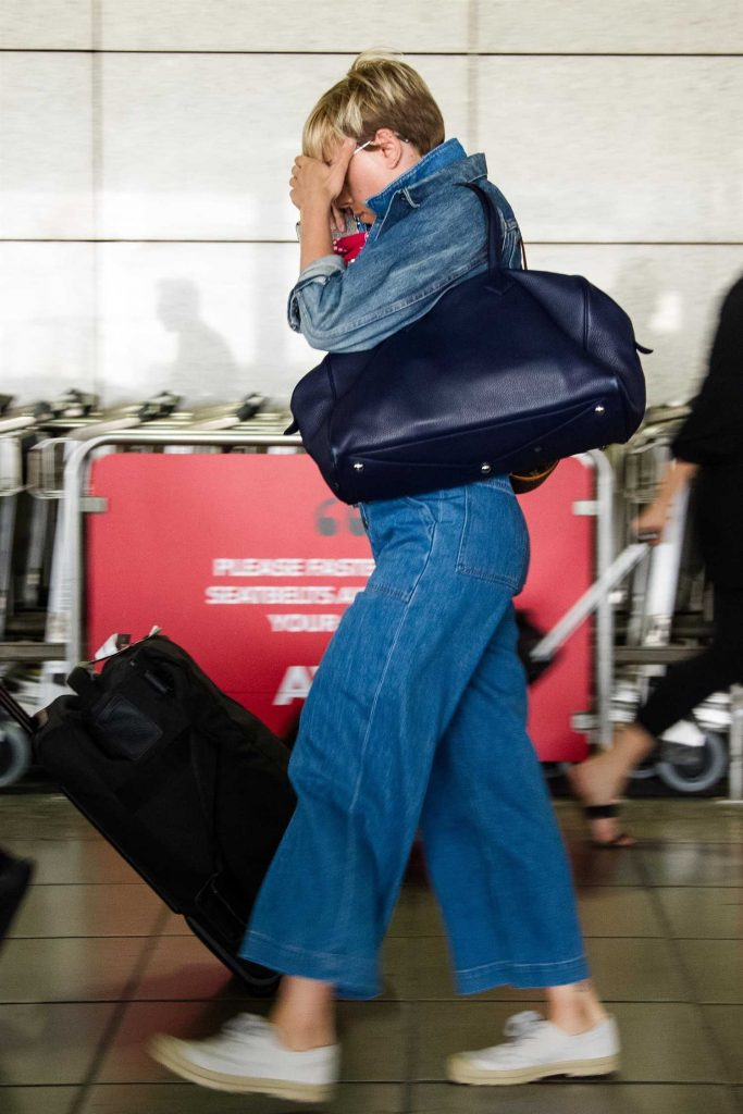 Scarlett Johansson Was Seen at Athens Airport in Greece-3