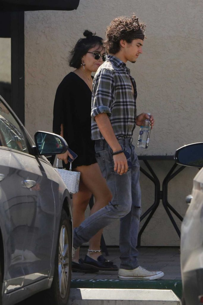 Stella Hudgens Was Seen Out in Studio City-2