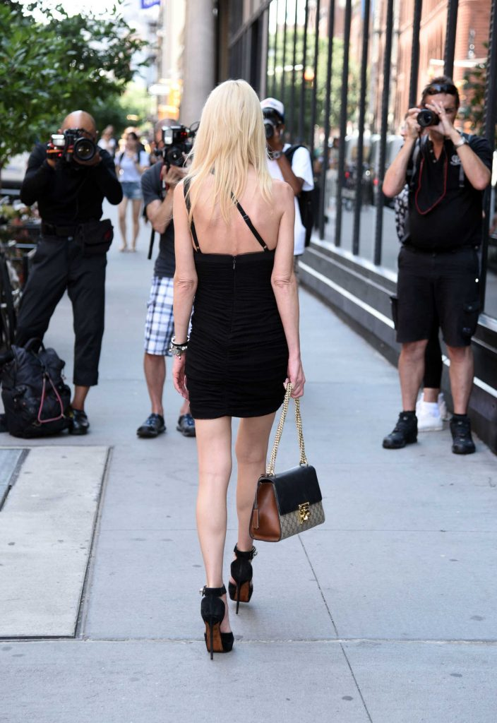 Tara Reid Leaves AOL Build Studio in New York City-4