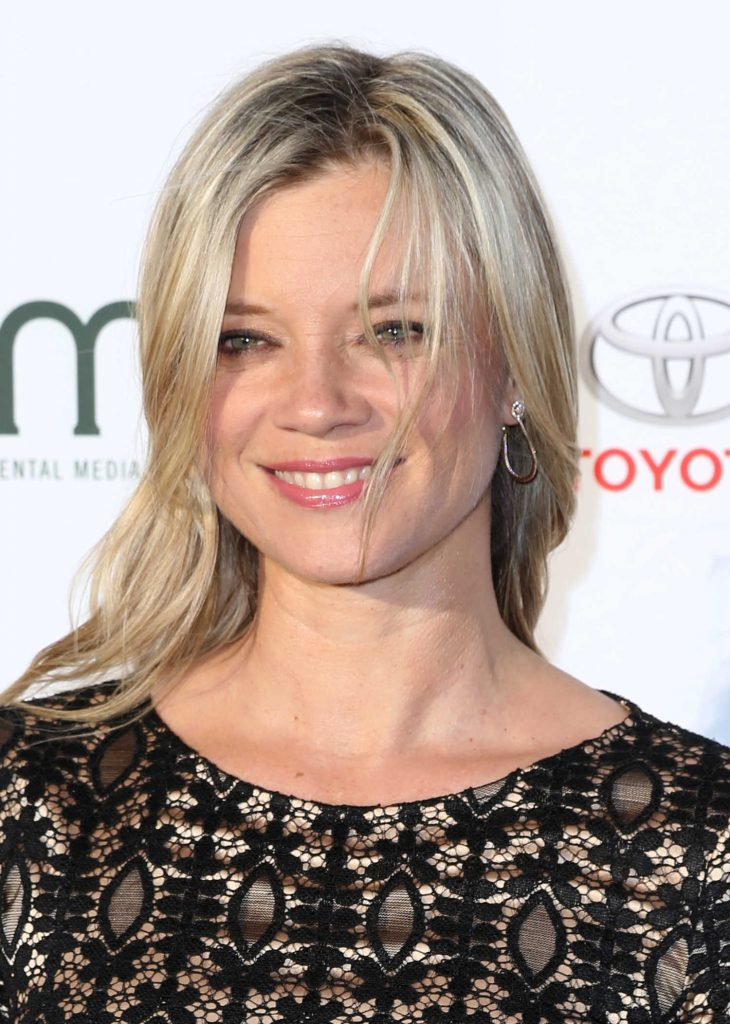 Amy Smart at the Environmental Media Association Awards in Los Angeles-5