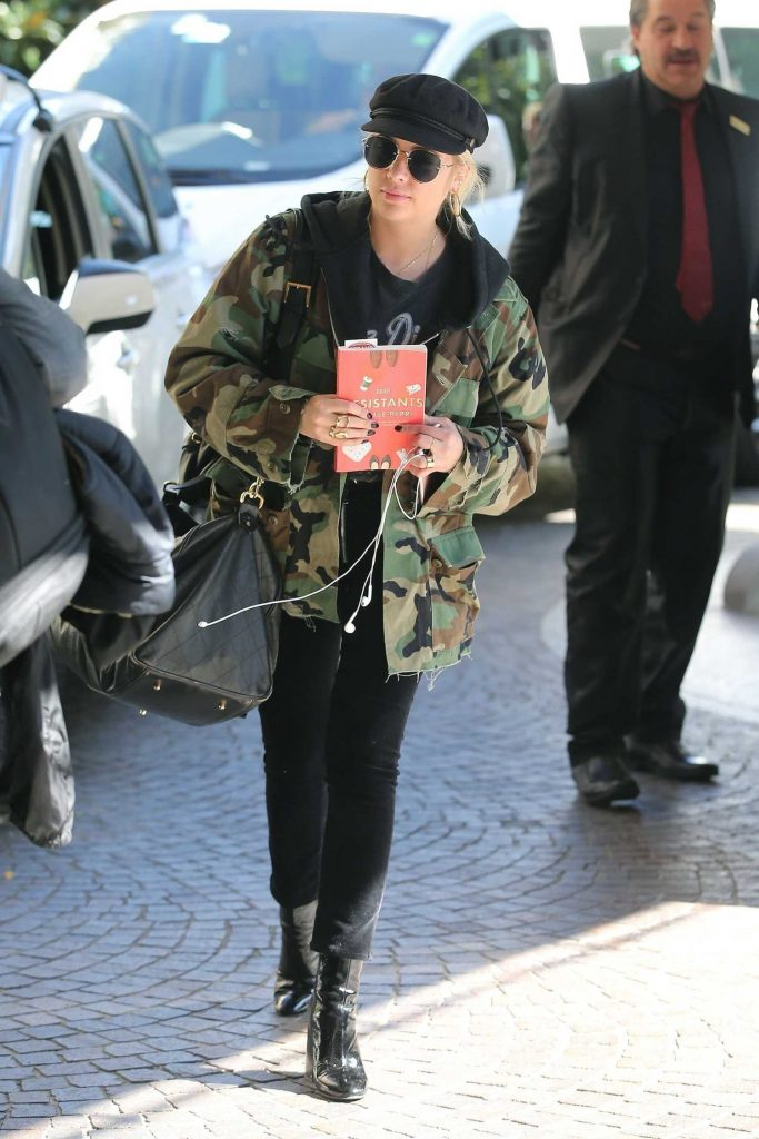 Ashley Benson Leaves a Bar in Milan 09/20/2017-3