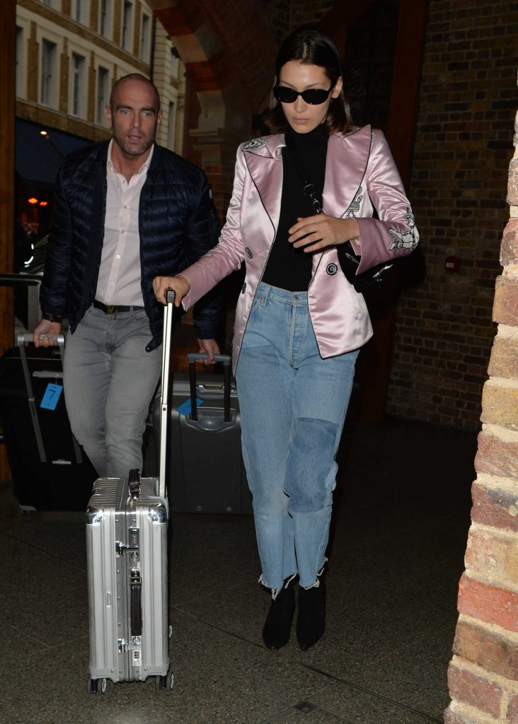 Bella Hadid Arrives at St Pancras Station in London-1