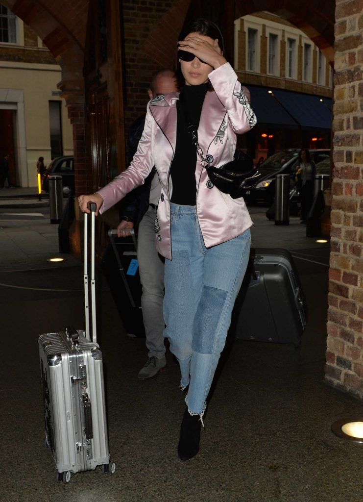 Bella Hadid Arrives at St Pancras Station in London-2