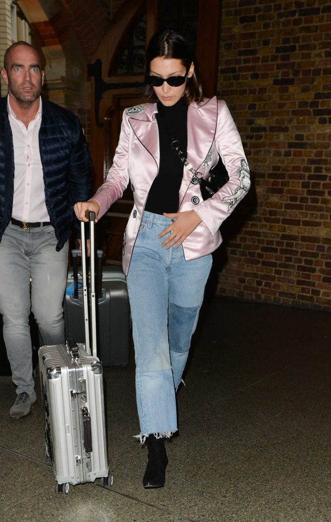 Bella Hadid Arrives at St Pancras Station in London-3