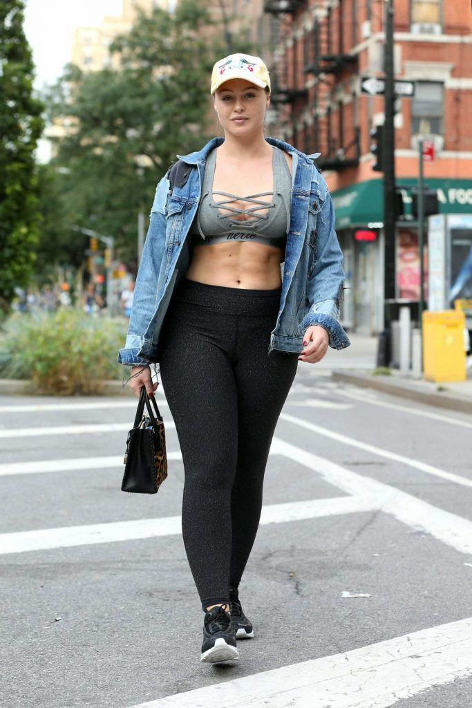Iskra Lawrence Walks to the Gym in Chelsea in New York City-1