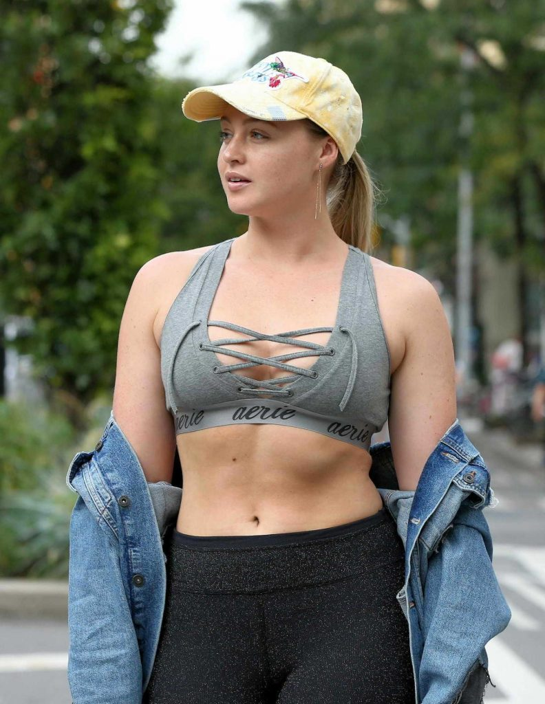 Iskra Lawrence Walks to the Gym in Chelsea in New York City-5
