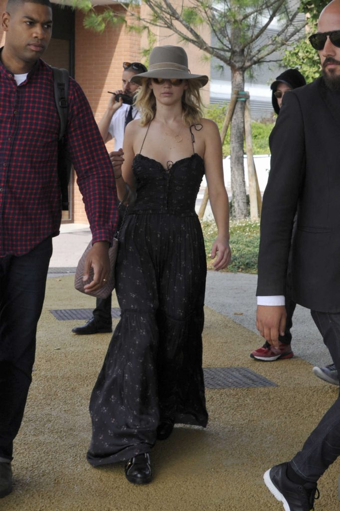 Jennifer Lawrence Arrives at Venice Airport-1