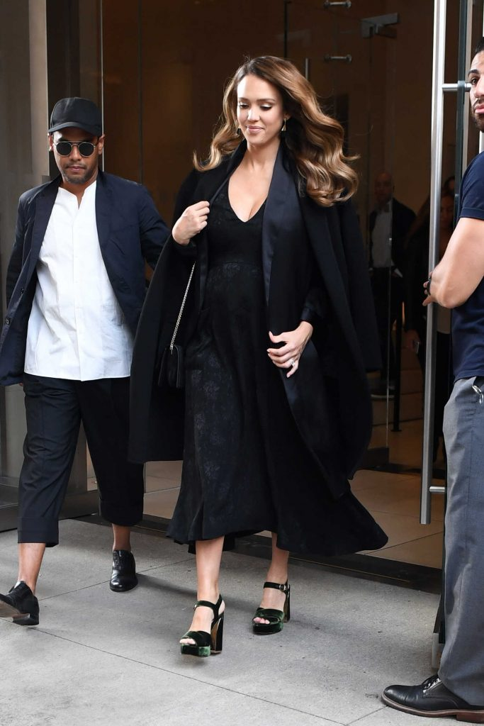 Jessica Alba Leaves the Edition Hotel in New York-4