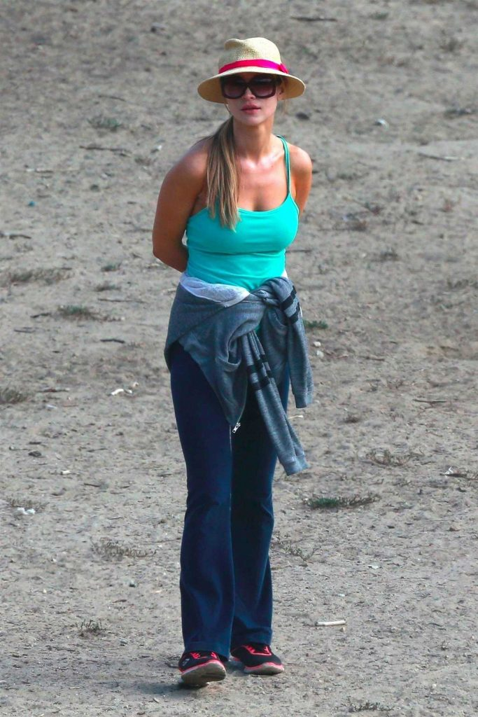 Joanna Krupa Was Seen at a Dog Park in Los Angeles-1