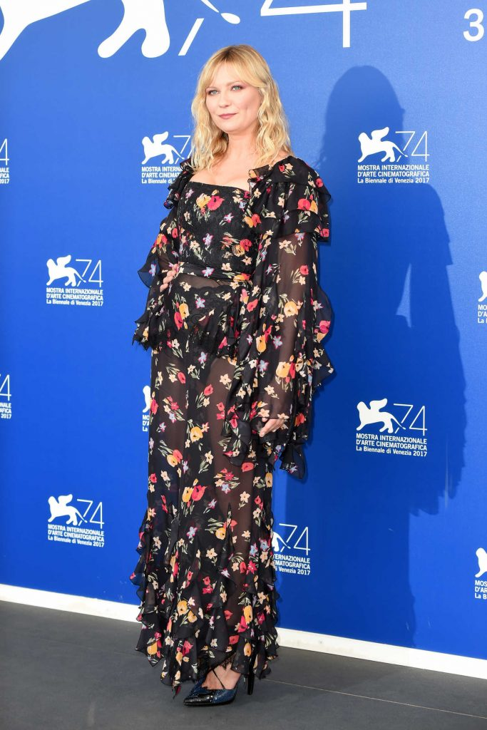 Kirsten Dunst at Woodshock Photocall During the 74th Venice International Film Festival in Italy-1