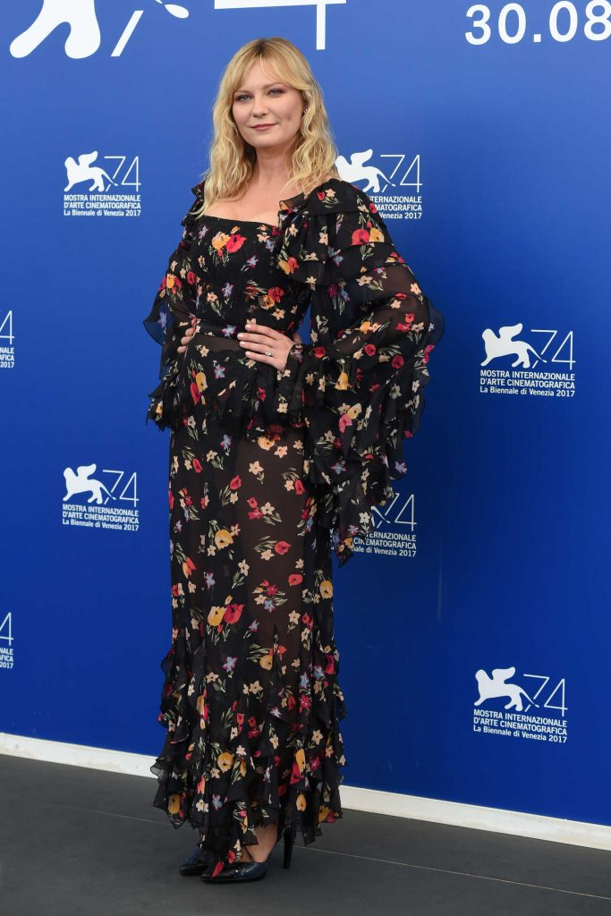 Kirsten Dunst at Woodshock Photocall During the 74th Venice International Film Festival in Italy-2