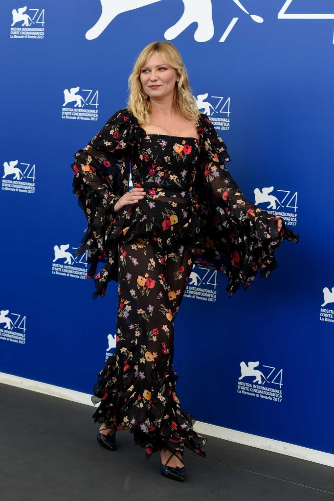 Kirsten Dunst at Woodshock Photocall During the 74th Venice International Film Festival in Italy-4