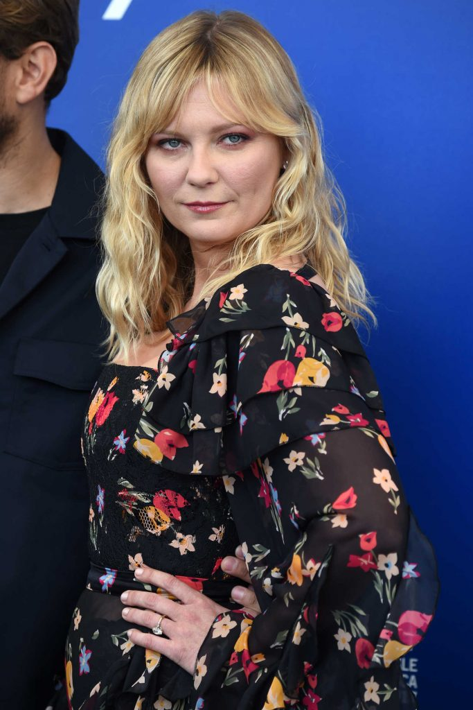 Kirsten Dunst at Woodshock Photocall During the 74th Venice International Film Festival in Italy-5