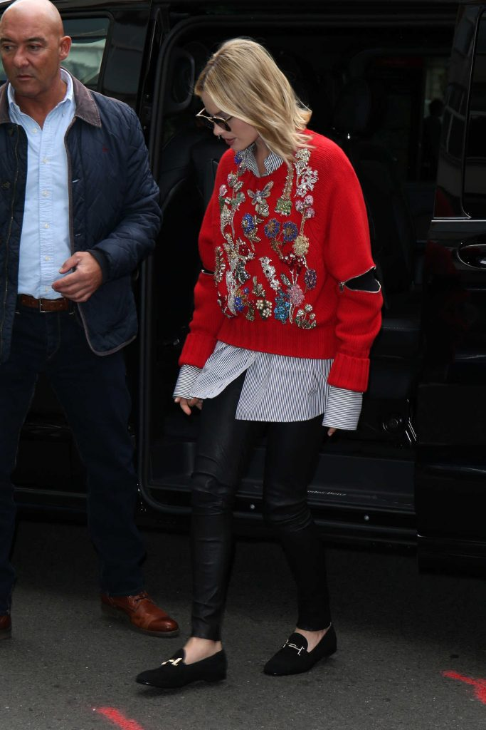 Margot Robbie Arrives at the KISS 100fm Studios in London-1
