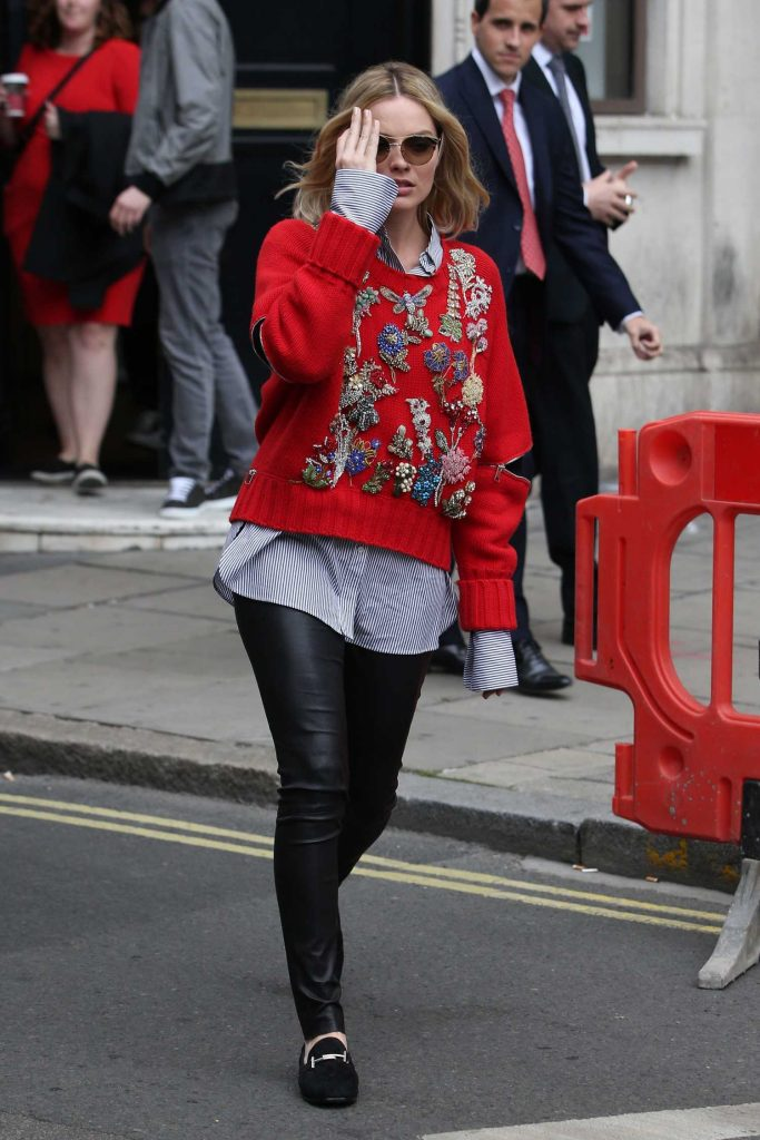 Margot Robbie Arrives at the KISS 100fm Studios in London-3