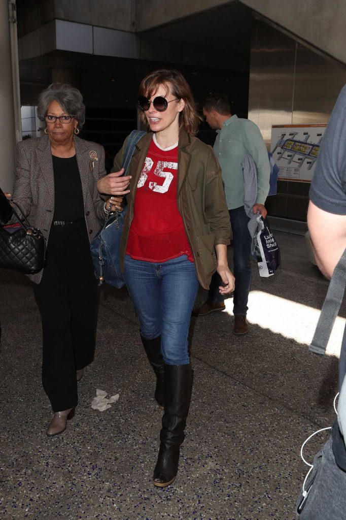 Milla Jovovich Arrives at LAX Airport in Los Angeles-4