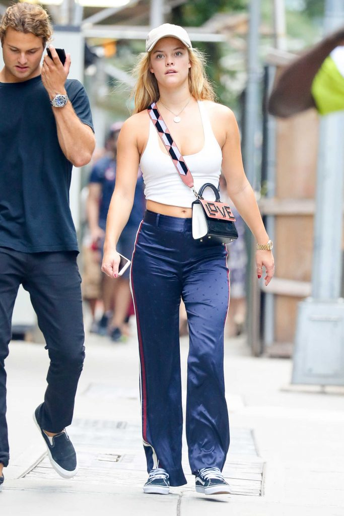 Nina Agdal Walkes With Her Boyfriend in New York City-1