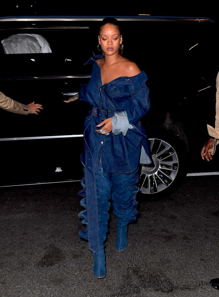 Rihanna Was Spotted Out in New York City-2
