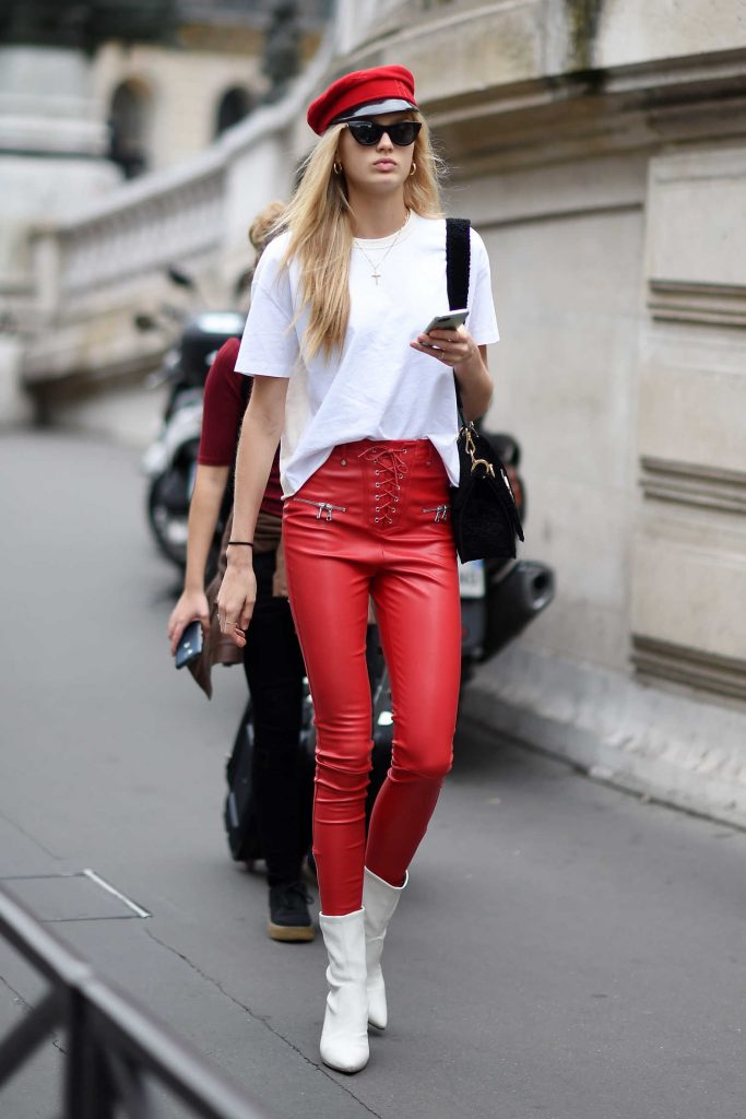 Romee Strijd Arrives at the Balmain Show During Paris Fashion Week-2