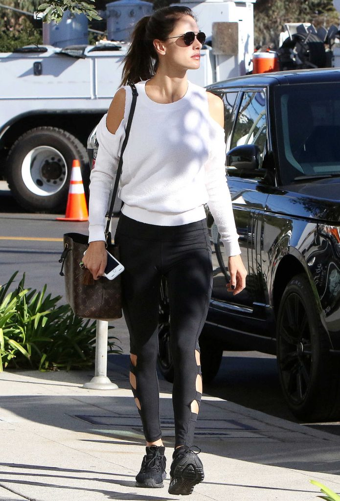 Alessandra Ambrosio Goes at Kreation Organic Juicery in LA-3