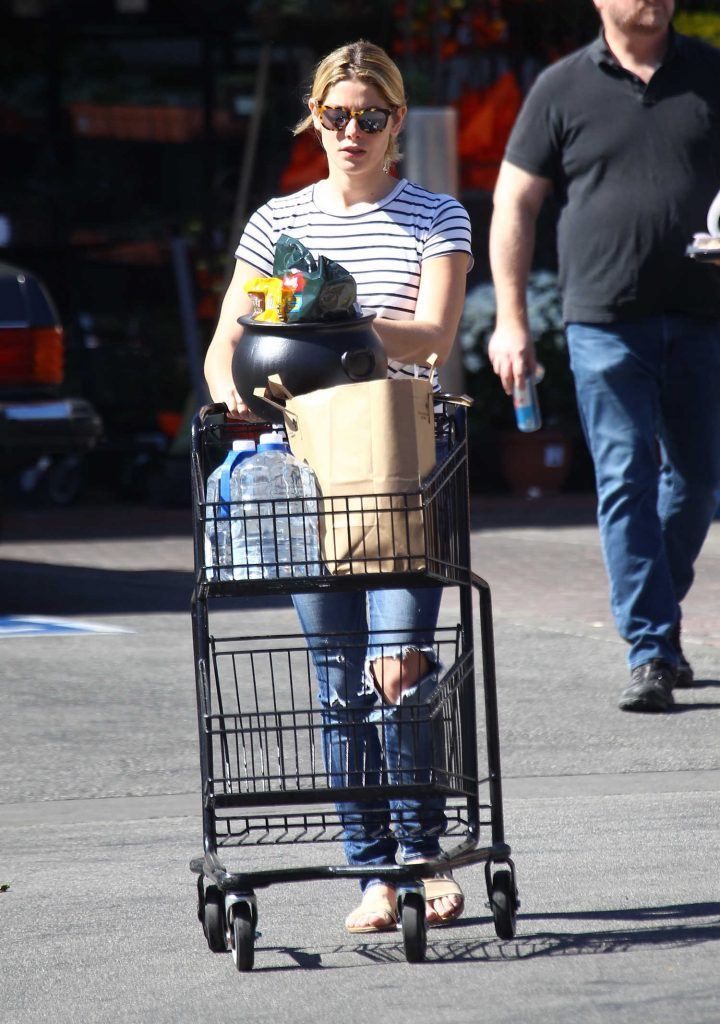 Ashley Greene Leaves Pavilions Supermarket in Beverly Hills-2