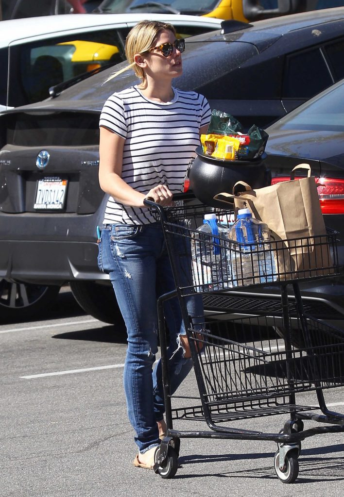Ashley Greene Leaves Pavilions Supermarket in Beverly Hills-4
