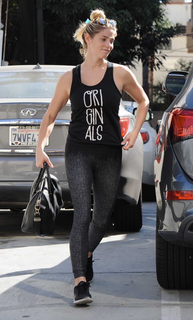Ashley Greene Was Spotted Out in West Hollywood-2