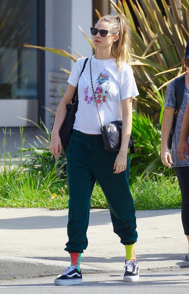 Behati Prinsloo Leaves the Farmers Market in Beverly Hills-3