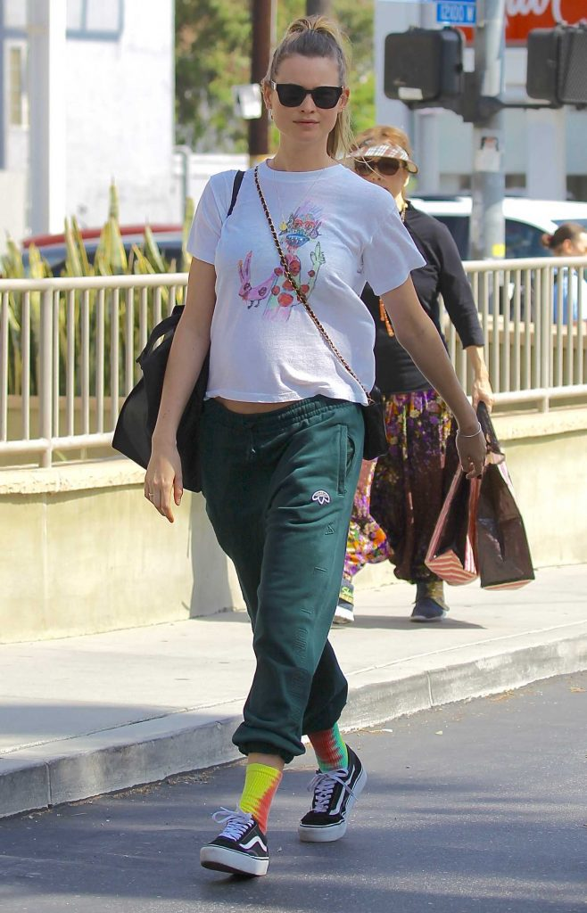 Behati Prinsloo Leaves the Farmers Market in Beverly Hills-4