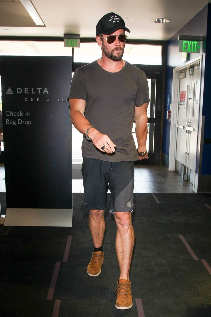 Chris Hemsworth Was Seen at LAX Airport in Los Angeles-1